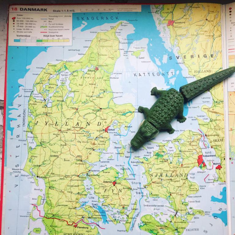 Krokodil på karta på väg till Danmark